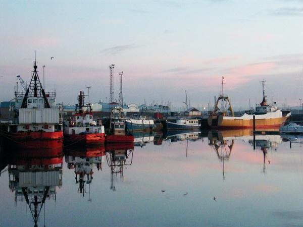 fishing boats in fleetwood docks by fleetwoodflyers