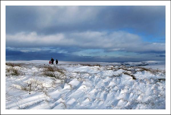 Denshaw snowdrift by shawpaul