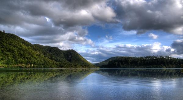 Blue lake, Rotorua. by possumhead