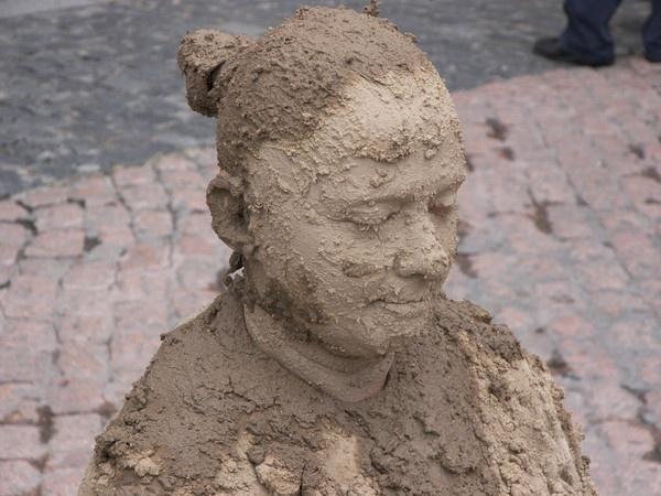 "\""mud pose\"" by mirindaferreira"
