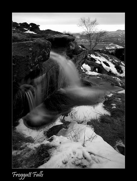 Froggatt Falls by wharmby