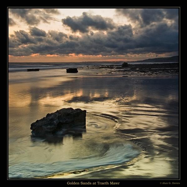 Golden Moments by Tynnwrlluniau
