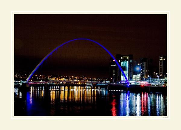 Millennium Bridge at Night by peugeot406