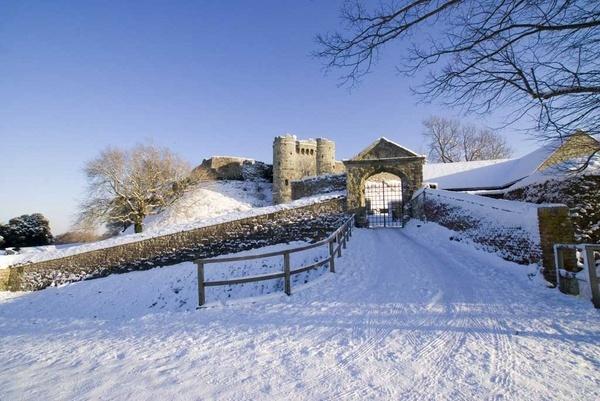 Carisbrooke Castle by CTee