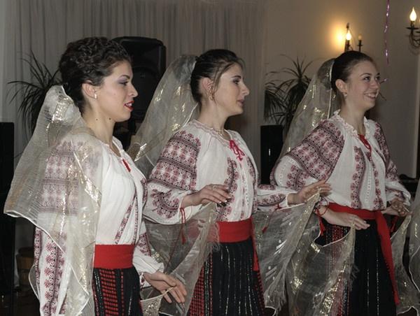 Dancers by ironoctav
