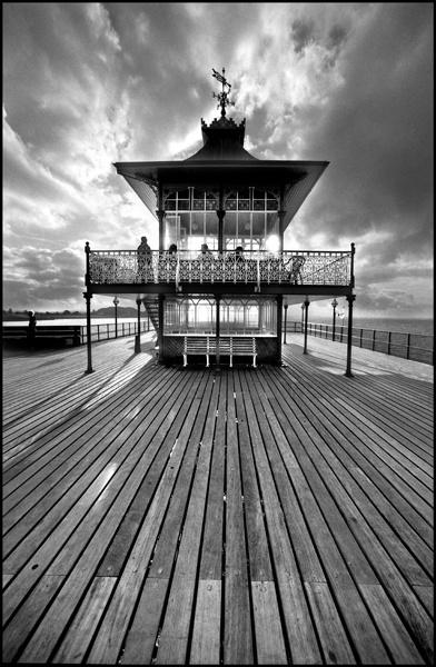 Clevedon Pier by ljesmith