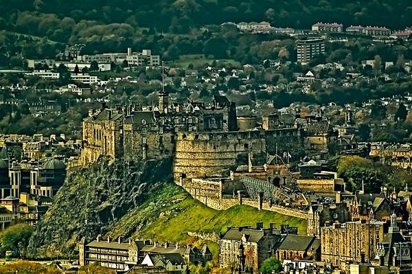 Edinburgh Castle from the Calton by colmar