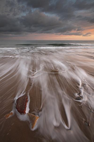 Wave trails by sheilac