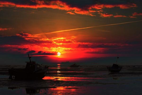 Red skies by tjdup