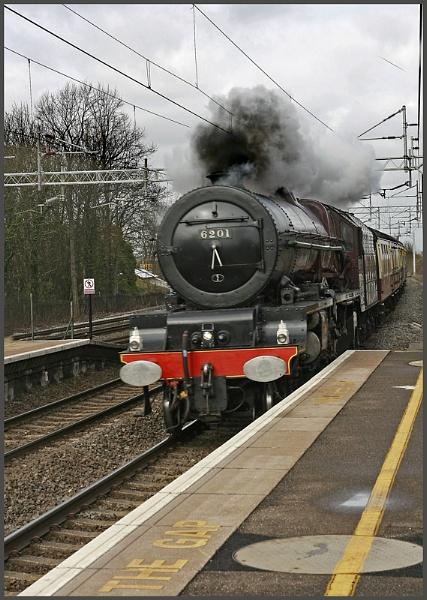 Lizzie at speed through Wolverton. by f8