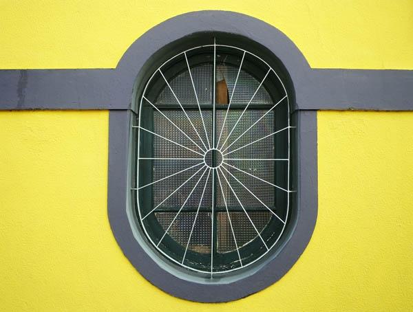Oblong window by kombizz