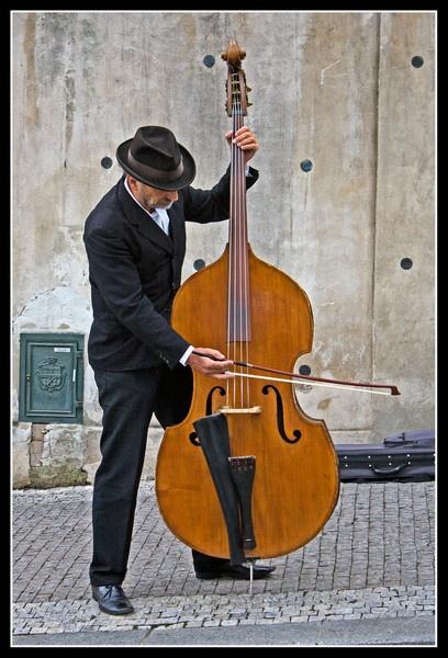 Musician in Prague v2 by dstreny