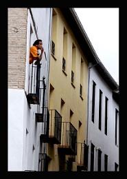 Hombre en camiseta naranja, Albaicín, Granada