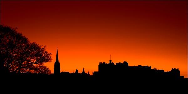 Edinburgh Sillhouette by RobinChapman