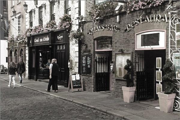 Quays Bar, Temple Bar, Dublin by Andrew_Hurley
