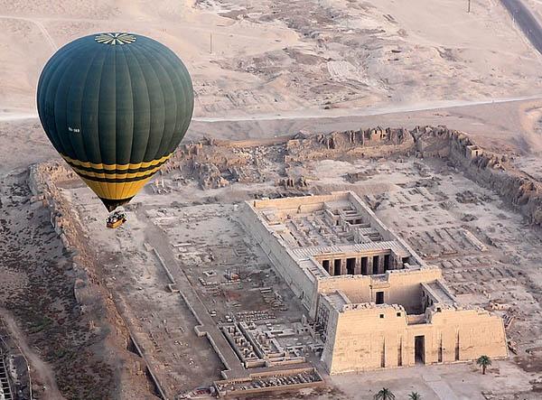 King Ramesses III temple (Medinet Habu) by Dazbo