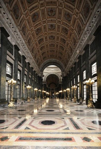 El Capitolio Hallway by Wallybazoom