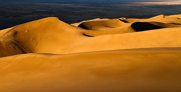 Desert Sunrise by KevinFrohlich