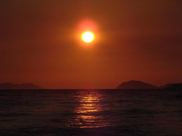 Sunset canoe by mondmagu