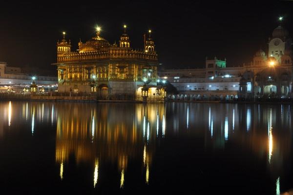 Golden Temple, Amritsar by nikon_stu