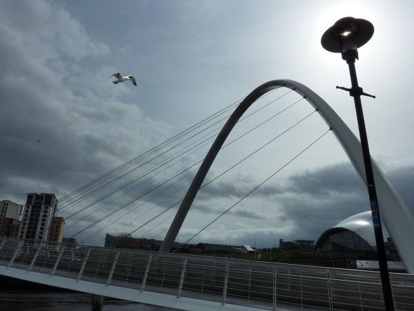 Gateshead Millennium Bridge by Radnox