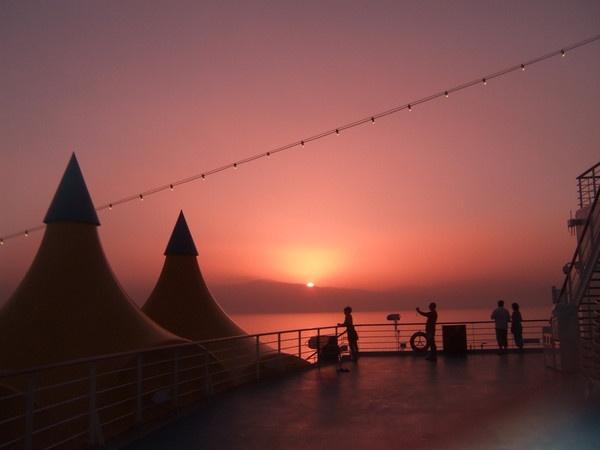 Cruise Sunset by moglen