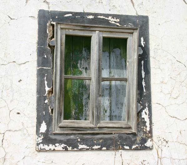 Old Window by chrisvannamen