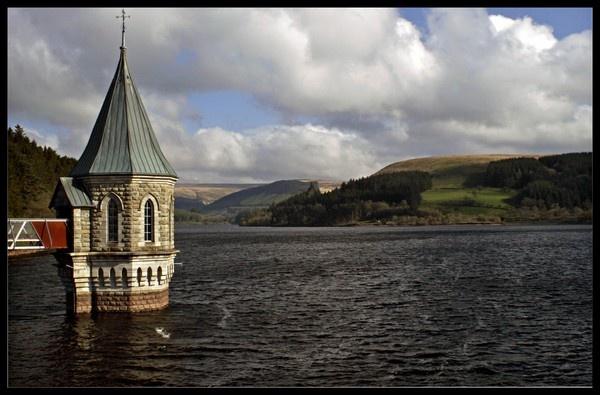 Pontsticill Reservoir by RobbieWales