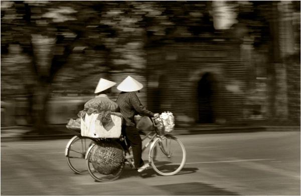Hanoi street life by fazzer