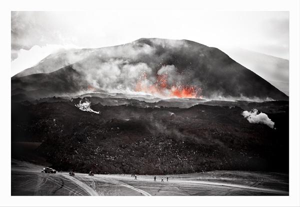 Fimmvörðuháls by Jalapeno