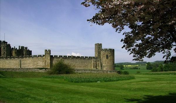 Alnwick Castle by thebleezer