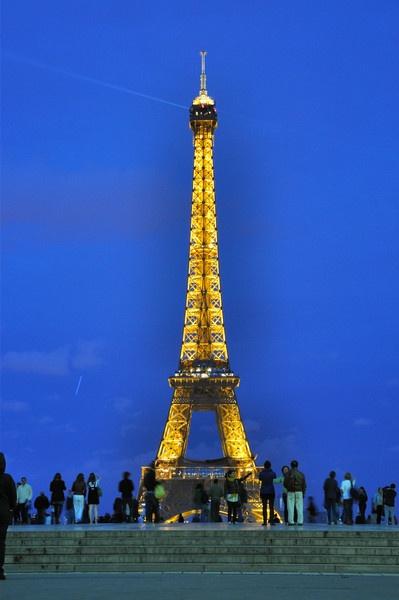 eiffel tower by wisp