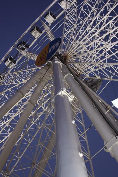 Manchester Big Wheel by Night by SteveBaz