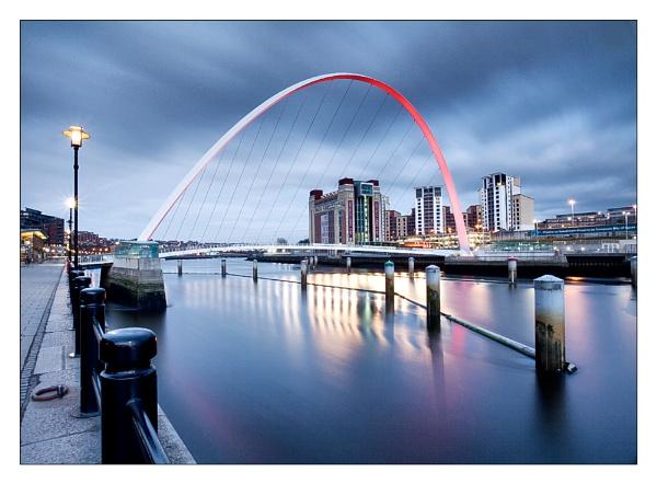 Gateshead Millennium Bridge by MarkT