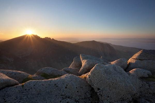 Caisteal Abhail, setting sun by FranHalsall