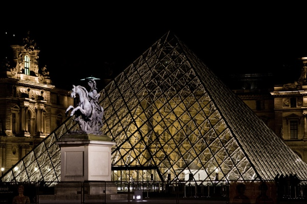 Louvre by night by wicksy