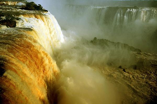 Iguaçu Falls by mdiniz