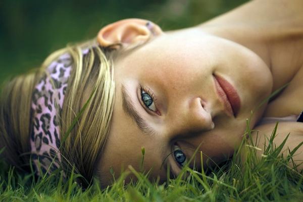 Dreamy gaze by Angi_Wallace