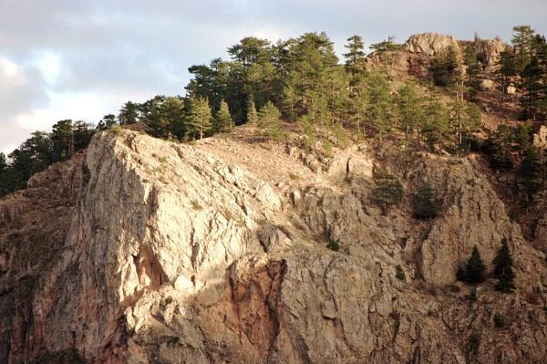 Sunlit cliff by nonur