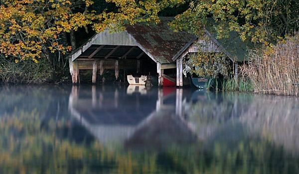 Loch Ard boathouses by Gmurr