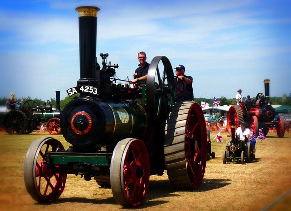 Traction Engine by kittlekottage