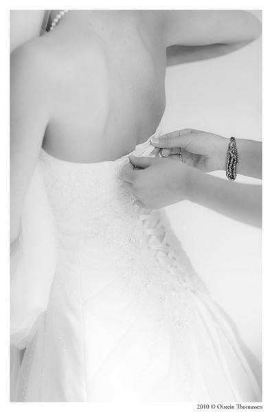 M&K wedding - getting dressed by oisteinth