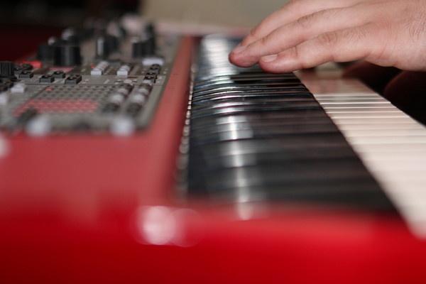 Keyboard Player by liamfarrelly