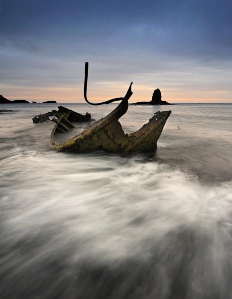 Whoosh! Around the wreck by iansnowdon