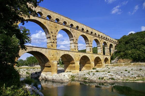 Pont Du Gard by PaulBeeTee