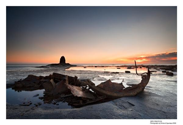 Dawn Light Saltwick bay by Richsr