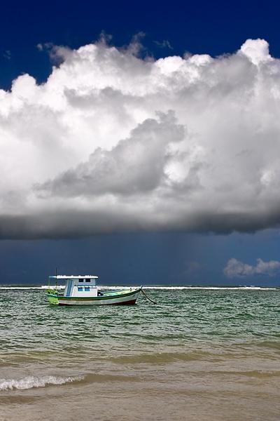 Lonely boat by luizdasilva