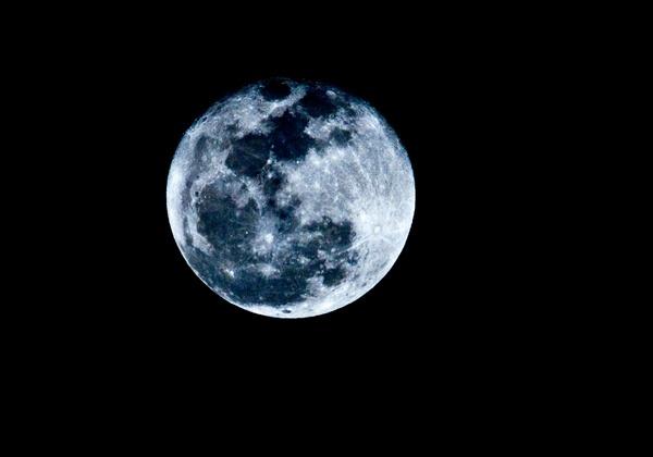 Blue Moon by swagpics