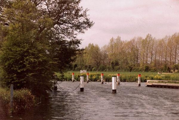Near Buscot Weir. by Bowline