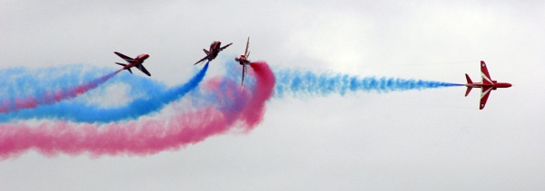 The Red Arrows Perfom by foxtolbot